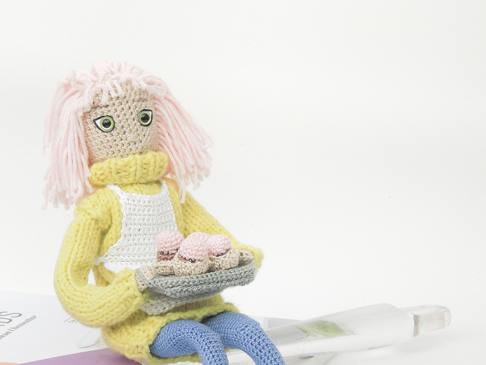 Cupcakes addict personalized gift. Pastry look alike model doll. Small version of